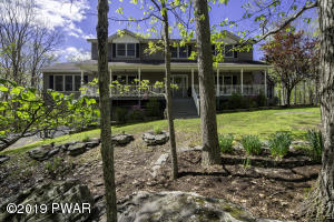 806 Firelight Ct, Lackawaxen, PA 18435