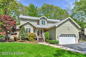 138 Eastwood Dr, Greentown, PA 18426