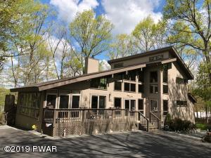 104 Roan Dr, Lords Valley, PA 18428