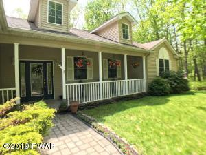 140 Country Club Dr, Lords Valley, PA 18428