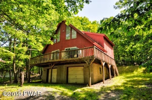 203 Eastwood Dr, Greentown, PA 18426
