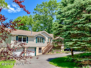 800 Remuda Ct, Lords Valley, PA 18428