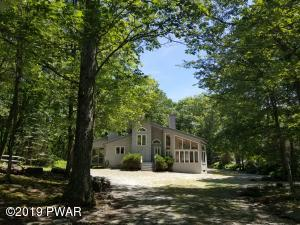 345 Canoebrook Dr, Lords Valley, PA 18428
