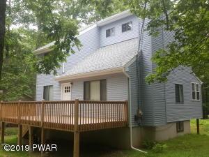 204 Cottonwood Dr, Hawley, PA 18428