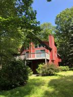 805 Pinto Ct, Lords Valley, PA 18428