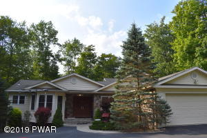108 Ledgecrest Ct, Greentown, PA 18426