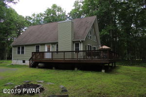 105 Doe Ct, Hawley, PA 18428