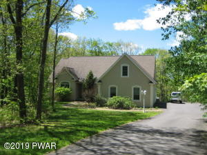 112 Devonshire Dr, Roaring Brook Township, PA 18444