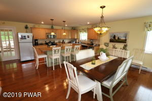 2224 High Point Dr, Lake Ariel, PA 18436
