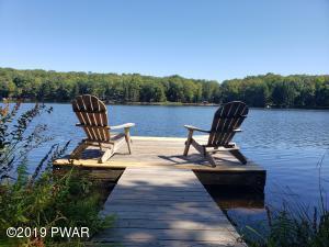 194 Spruce Lake Dr, Milford, PA 18337
