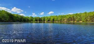 176 Spruce Lake Dr, Milford, PA 18337