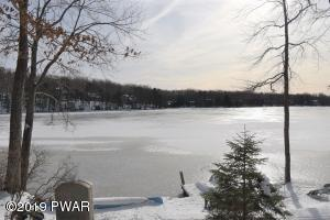 170 Spruce Lake Dr, Milford, PA 18337