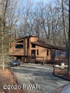 201 Rodeo Dr, Lords Valley, PA 18428