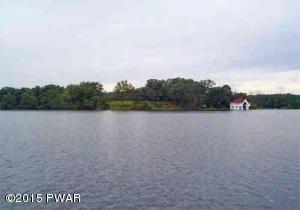 East Lake Dr, Milford, PA 18337