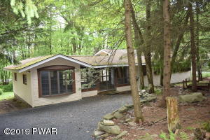209 Hillside Dr, Lords Valley, PA 18428