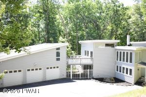 125 Washington Dr, Hawley, PA 18428