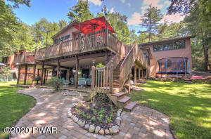 104 Sand Ct, Paupack, PA 18451