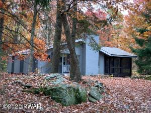 339 Canoebrook Dr, Lords Valley, PA 18428