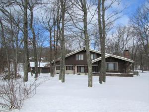 124 Highland Ln, Lords Valley, PA 18428