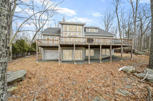 286 Lakeview Rd, Lackawaxen, PA 18435