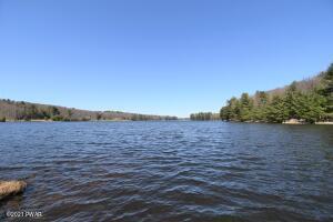 610 Twin Lakes Rd, Shohola, PA 18458