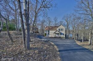 111 Overlook Ct, Lackawaxen, PA 18435