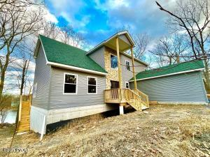 127 Lakewood Dr, Dingmans Ferry, PA 18328