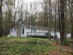 113 Bayberry Dr, Lords Valley, PA 18428