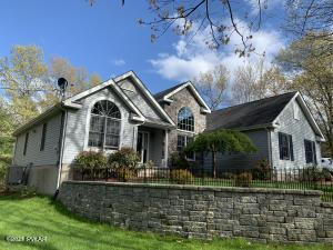131 Remuda Dr, Lords Valley, PA 18428