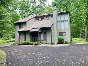 421 Maple Ridge Dr, Hawley, PA 18428