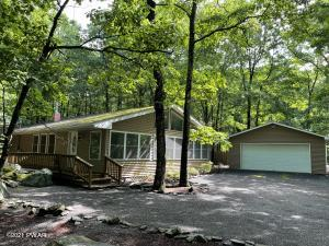 107 Curlew Dr, Lords Valley, PA 18428