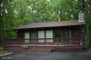 125 Surrey Ln, Lords Valley, PA 18428