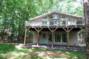107 Village Ln, Lords Valley, PA 18428