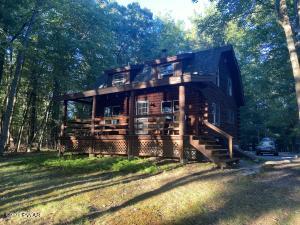 113 Hemlock Point Ct, Hawley, PA 18428