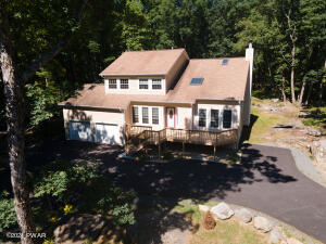 106 Granite Dr, Lords Valley, PA 18428