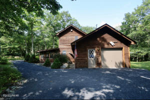115 Horseshoe Ln, Lords Valley, PA 18428