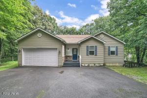 803 Placer Ct, Hawley, PA 18428