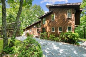 807 Overlook Ct, Lords Valley, PA 18428