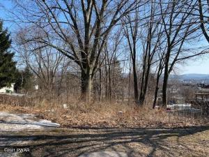 144 6th St, Blakely, PA 18447