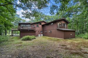 118 Canoebrook Dr, Lords Valley, PA 18428