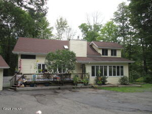 133 Mountain View Dr, Lords Valley, PA 18428