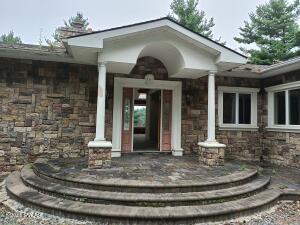 827 Twin Lakes Rd, Shohola, PA 18458