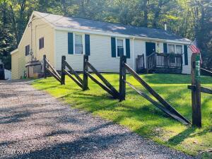 226 Cold Spring Ln, Greentown, PA 18426
