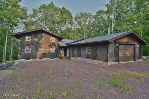 216 Upper Independence Dr, Lackawaxen, PA 18435
