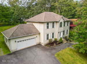 110 Rodeo Ln, Lords Valley, PA 18428