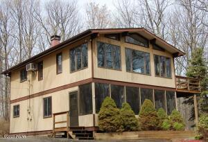 144 Rodeo Dr, Lords Valley, PA 18428