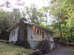 105 Oak Tree Dr, Greentown, PA 18426