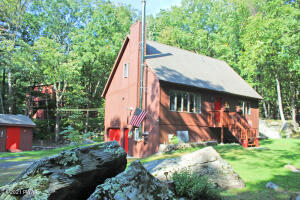101 Valley Dr, Milford, PA 18337