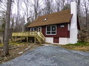 101 Cold Spring Ln, Greentown, PA 18426