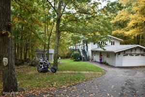 105 Cottonwood Drive, Lords Valley, PA 18428